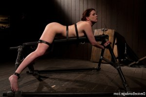 Shaina submissive swinging clubs in Kippax
