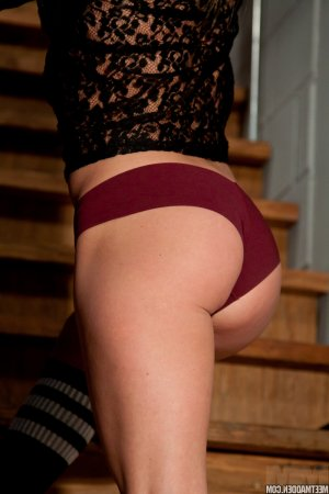 Ouaiba pegging escorts in New Bern, NC